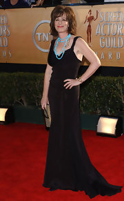 Jane Kaczmarek went to the SAG Awards wearing a simple yet alluring black evening dress.