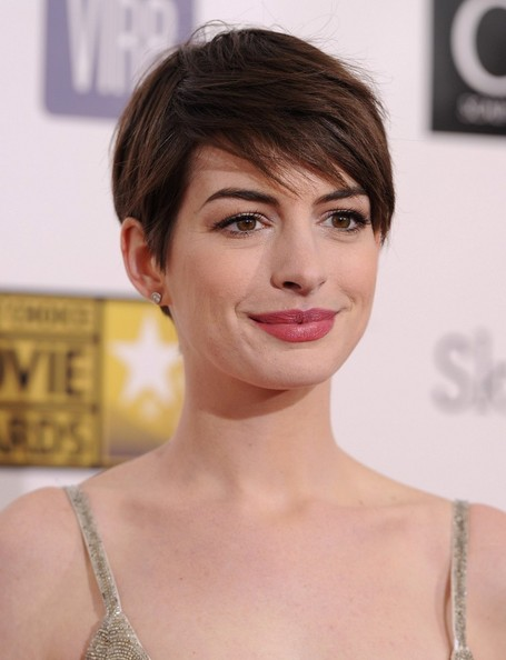 More Pics of Anne Hathaway Berry Lipstick (5 of 10) - Beauty Lookbook - StyleBistro