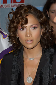 Jennifer Lopez wore her short locks in tight spiral curls.
