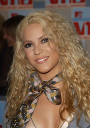 Shakira uses a tie as a neck scarf for the MTV Video Music Awards.