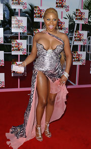 Lil Kim held a metallic purse as she marched the red carpet of the 2004 MTV VMA.