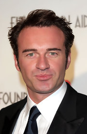 Julian McMahon attended the 2005 Elton John Oscar party sporting a mussed-up 'do.