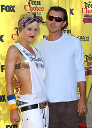 Gwen Stefani tied a bandanna in her hair for the 2005 Teen Choice Awards.