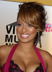 La La Anthony attended the 2006 MTV Video Music Awards sporting purple eyeshadow to match her dress.