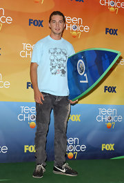 Shia LaBeouf rocked the '80s look with these acid-wash gray jeans at the 2007 Teen Choice Awards.