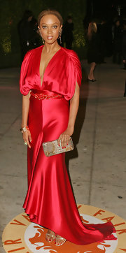 Tyra Banks carried this bronze box clutch with her red gown to the Vanity Fair Oscar party.