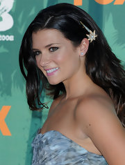 Danica Patrick wore a pretty floral barrette to the Teen Choice Awards.