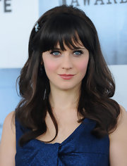 Zooey Deschanel's hair looked ultra-shiny in large loose curls and accessorized with a sweet pale blue barrette the same color as her eyes.