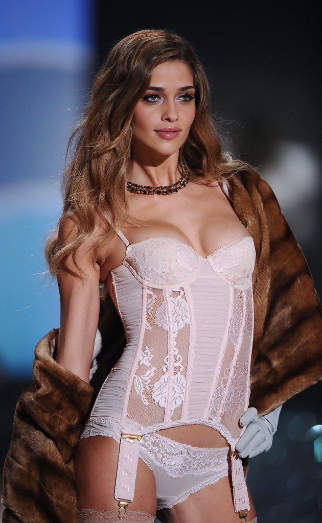 2009 Ana Beatriz Barros 39 Shimmering Lids Best Beauty Looks From Past Victoria 39 S Secret