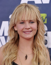 Britt Robertson looked oh-so-summery at the 2011 MTV Movie Awards with this long wavy 'do.