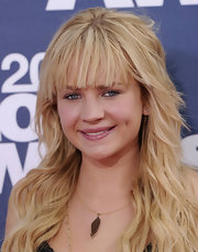 Britt Robertson accessorized with a simple leaf pendant necklace at the 2011 MTV Movie Awards.