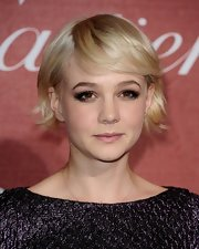Carey Mulligan added a smoldering touch to her look with bold lashes.