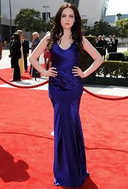 Elizabeth looked ravishing at the Emmys in an indigo silk v-neck gown.