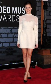 Allison took the safe route with a lovely long-sleeve lace mini dress at the 2013 VMAs.