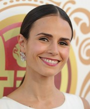 Jordana Brewster opted for a simple, sleek center-parted ponytail when she attended the Huading Film Awards.