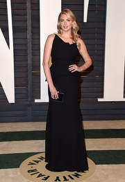 Kate Upton chose a structured black one-shoulder peplum gown by Roland Mouret for her Vanity Fair Oscar party look.
