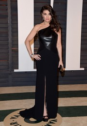 Idina Menzel was rocker-glam at the Vanity Fair Oscar party in a black leather-bodice one-shoulder gown by Theia.