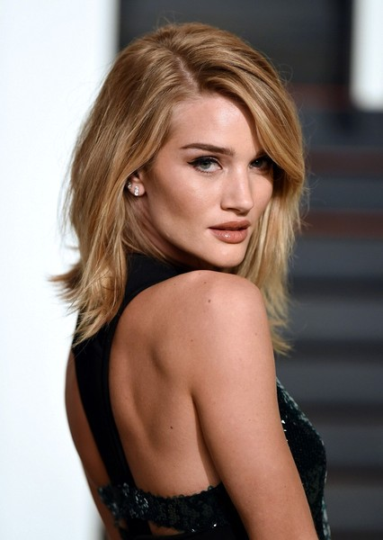 More Pics Of Rosie Huntington Whiteley Medium Layered Cut 5 Of 12