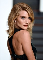 Rosie Huntington-Whiteley looked gorgeous with her shoulder-length layered cut at the Vanity Fair Oscar party.