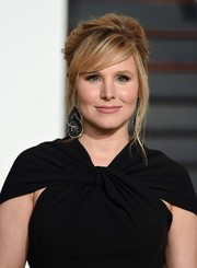Kristen Bell rocked a messy, retro-chic updo at the Vanity Fair Oscar party.