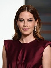 Michelle Monaghan attended the Vanity Fair Oscar party wearing a simple yet lovely center-parted hairstyle.
