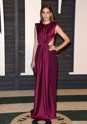 With this fuchsia Monique Lhuillier number, Michelle Monaghan showed us a classy way to rock the cutout trend.