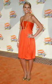 Jamie Lynn Spears looked great in gold metallic peep-toe pumps while attending the 20th Annual Kids' Choice Awards.