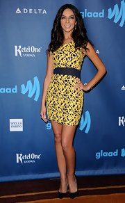 Terri Seymour showed off her curves in this yellow and blue abstract-printed dress.