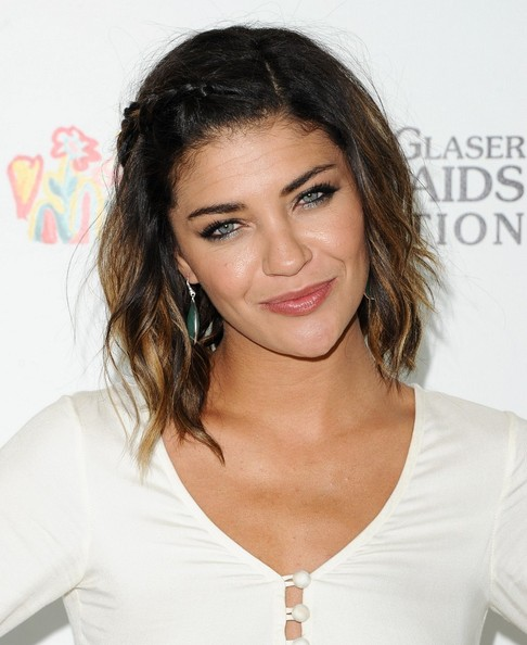 More Pics of Jessica Szohr Medium Wavy Cut (1 of 11) - Medium Wavy Cut Lookbook - StyleBistro