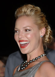 Katherine Heigl styled her blond tresses in pinned up ringlets.