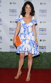 Robin attended the People's Choice Awards wearing a printed day dress and nude sandals.