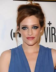 Carly balanced out a deep and dark smoky eye with a rich pink lipstick.