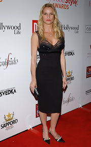 Nicollette Sheridan gave her red carpet look an extra dose of glamour with a crystal embellished black satin clutch.