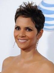 Halle Berry accessorized with a pair of dangling gold earrings.