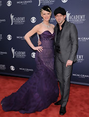 Shawna Thompson looked like she just stepped out of Old Hollywood in this glamorous purple lace mermaid gown.