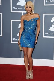 Keri Hilson dazzled in gold strappy stilettos at the 2011 Grammy Awards.