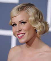 Natasha Bedingfield rocked a bright hot pink lipstick at the 53rd Annual Grammy Awards.