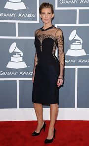 Faith Hill channeled the '80s in this black mesh cocktail dress at the Grammy Awards.