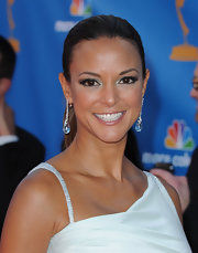 Eva la Rue spruced up her simple hairstyle at the Emmys with a pair of dangling crystal earrings.