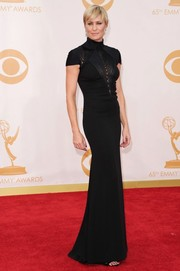Robin donned a flattering short-sleeved black gown with a turtle neckline and sheer plunging V detailing.