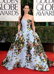 Lucy Liu looked extraordinary at the Golden Globes in this strapless floral ball gown with a sky blue backdrop.