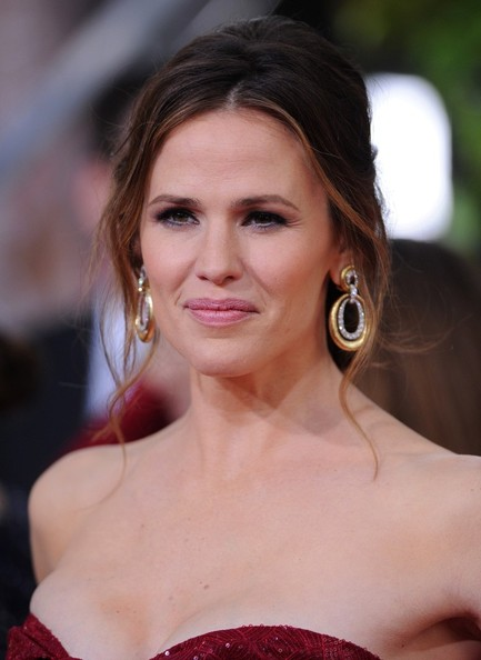 More Pics of Jennifer Garner Messy Updo (7 of 13) - Hair Lookbook - StyleBistro