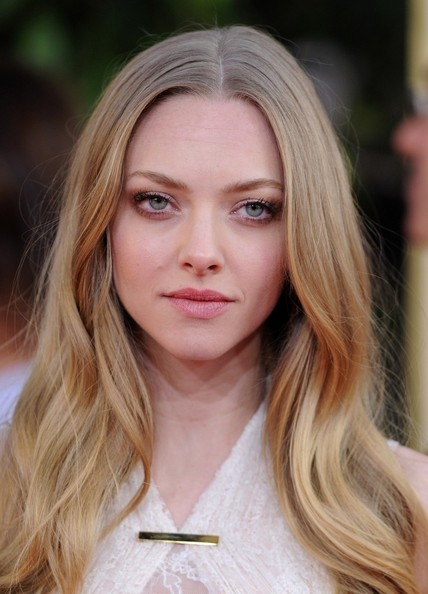 More Pics of Amanda Seyfried Long Wavy Cut (3 of 10) - Amanda Seyfried Lookbook - StyleBistro