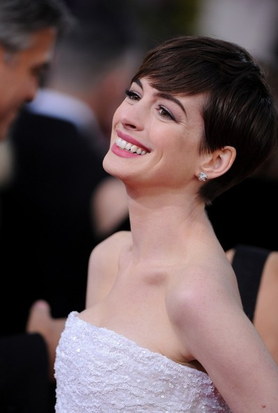 More Pics of Anne Hathaway Pink Lipstick (2 of 13) - Anne Hathaway Lookbook - StyleBistro