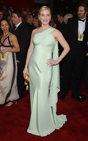 Kate Winslet opted for a Grecian-inspired Valentino gown for the 2007 Oscars. The celadon-hued one shoulder gown featured a pleated top. This look proves that simple and elegant really looks best on Kate.