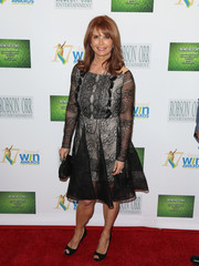 Roma Downey kept it ladylike in a little black lace dress at the Women's Image Awards.