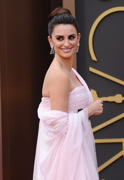 More Pics of Penelope Cruz Diamond Chandelier Earrings (1 of 10) - Penelope Cruz Lookbook - StyleBistro