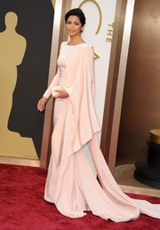 Camila Alves looked like a queen during the Oscars in a draped pink Gabriela Cadena gown with a flowing train.