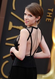 Anna Kendrick swept her hair up into a retro-chic 'do for the Academy Awards.
