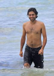 Adrian Grenier shows off his beach body in these navy blue swim trunks.